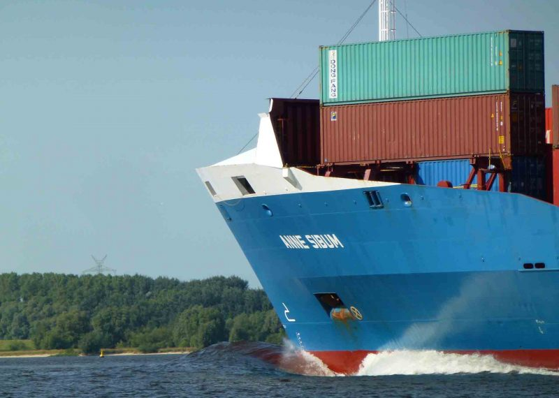 Containere kommer med stort skip