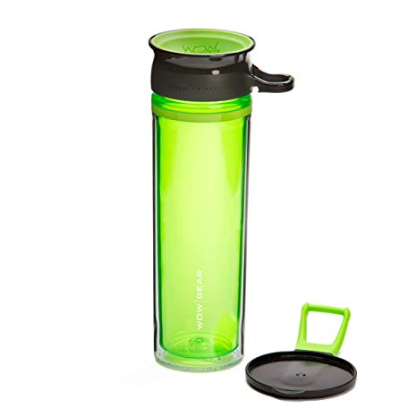 Drinking bottle in green, transparent plastic